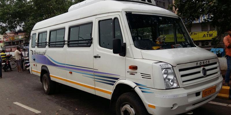 Tempo Traveller in Gautam Budh Nagar